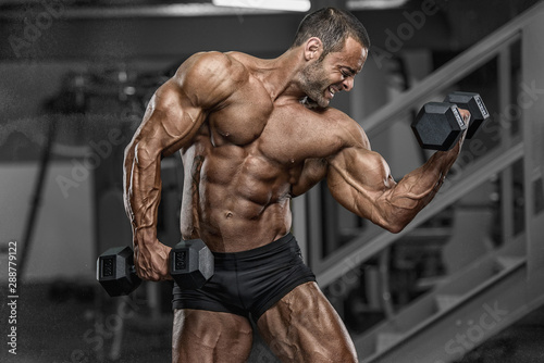 Hard Core Bodybuilding. Handsome Bodybuilder Workout at the Gym Fotobehang