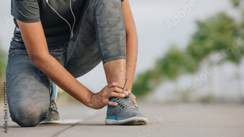 Photo Sports Asian woman feeling pain ankle