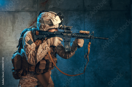Valokuvatapetti American private military contractor shooting a rifle