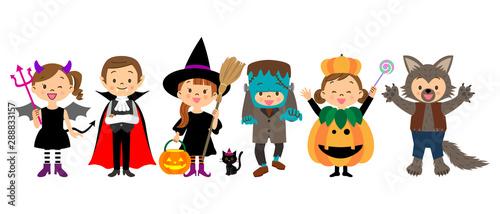 Photo  ハロウィンの仮装をする子供たち