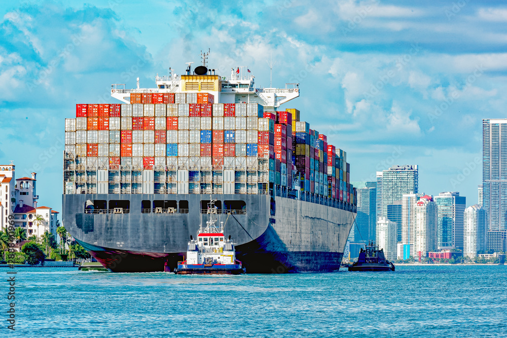 Fototapety, obrazy: Container ship entering port