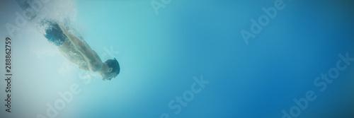 Shirtless man swimming underwater Canvas-taulu
