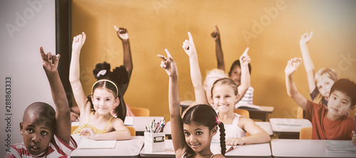 Carta da parati  Students raising hands in classroom
