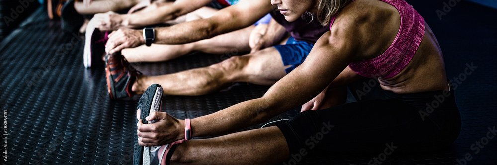 Fotografia Side view of athletes stretching