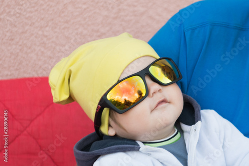 A child in sunglasses protects eyesight from the sun Canvas-taulu