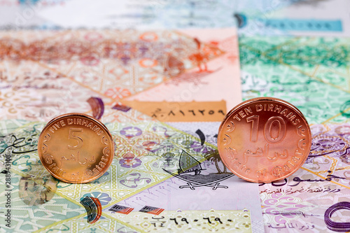 Coins from Qatar on a background of banknotes Canvas-taulu