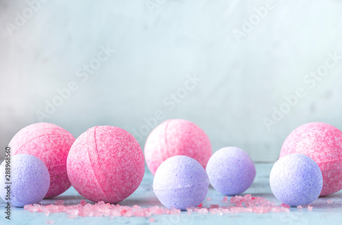 Fotografía Pink and purple bath bombs and salt on a gray background, front view, copy space