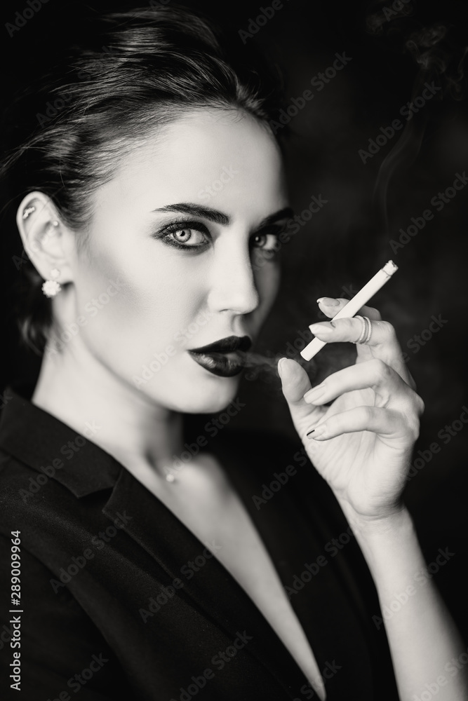 Fototapety, obrazy: smoking blonde in black