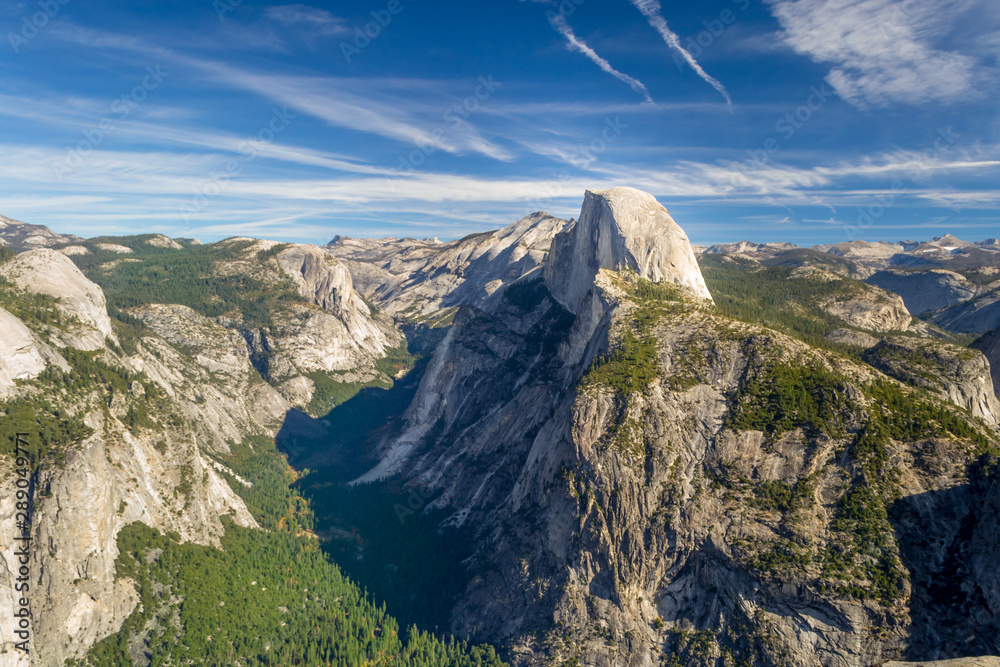 Fototapety, obrazy: Half Dome, granite rock and mountain at the eastern end of Yosemite Valley in Yosemite National Park, California.