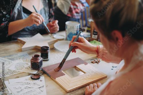 Obraz master class on creativity. girl makes a frame - fototapety do salonu