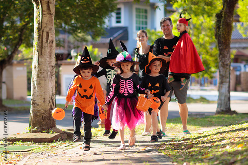 Fotomural Kids trick or treat. Halloween fun for children.