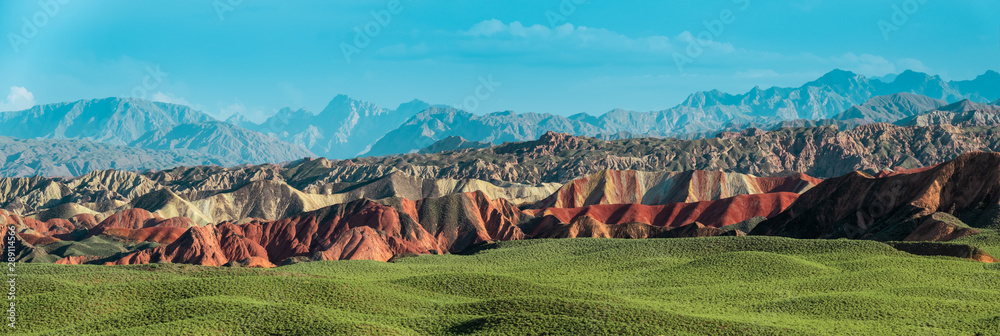 Fototapeta Wide panorama of Zhangye Danxia geological park in Gansu Province, China. Chinese landscape with geological layers.