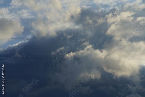 Montage in der Fensternische Darknightsky Clouds covering the sky