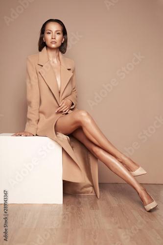 Obraz Fashion beautiful lady in beige coat - fototapety do salonu