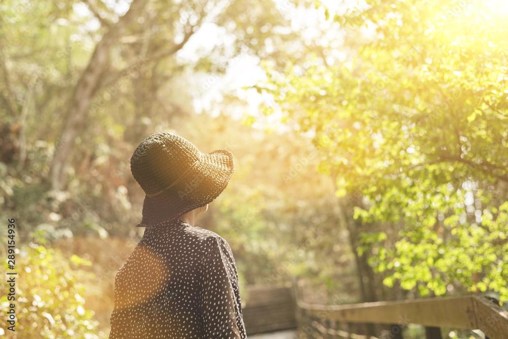 Fototapety, obrazy: Asian woman traveling