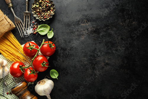 Fotomural  Italian food background with ingredients