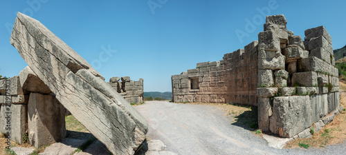 The Arcadian Gate ruins in Ancient Messini, Greece Fototapet