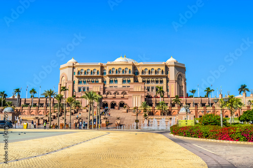 Poster Abou Dabi Majestic and Palatial beach front hotel known as Emirates Palace in Abu Dhabi UAE