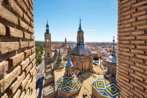 Papel de parede  Aerial cityscape view of basilica of Our Lady in Zaragoza city in Spain