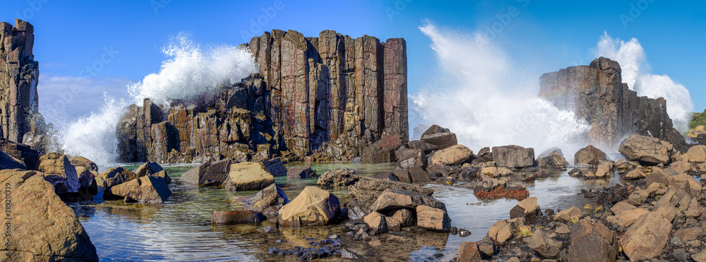 Fototapety, obrazy: Panorama of waves breaking over basalt rock formations and rockpools at Bombo Headland quarry, New South Wales coast, Australia