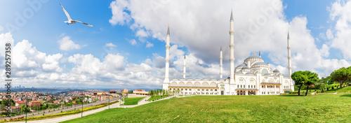 Fotografia  New Camlica Mosque in Istanbul, full view panorama