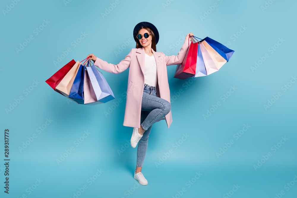 Fototapeta Full body photo of dancing rejoicing girl go shopping buy bargains wear retro pink vintage stylish outfit denim jeans eyewear eyeglasses isolated over blue background