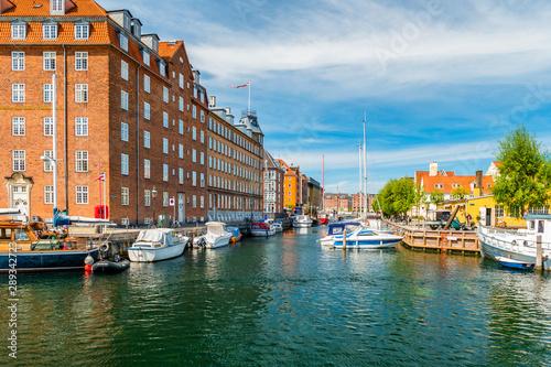Foto auf AluDibond Dunkelbraun Christianshavn channel with colorful buildings and boats in Copenhagen, Denmark