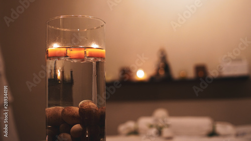 Velas en un spa Canvas Print
