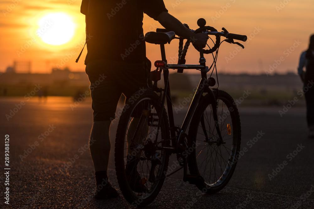 Fototapeta evening city sundown with a bicycle