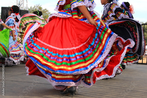 Valokuvatapetti Colorful skirts fly during Mexican dancing