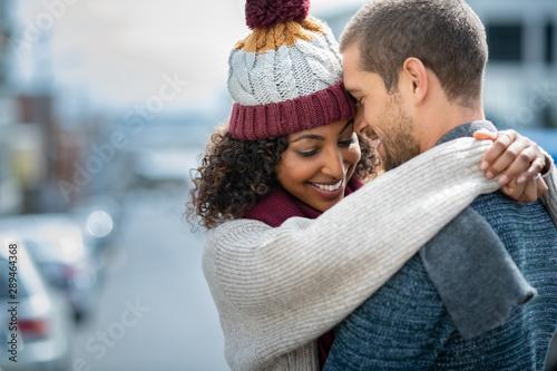 Carta da parati  Happy couple in love embracing in winter