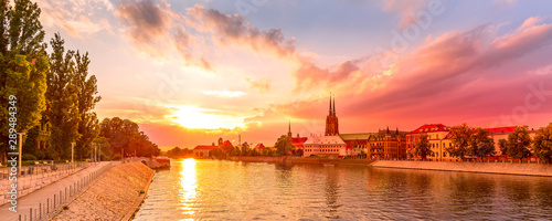 Fond de hotte en verre imprimé Corail Wroclaw, Poland sunset panoramic banner with Ostrow Tumski island, Odra or Oder river and cathedral towers
