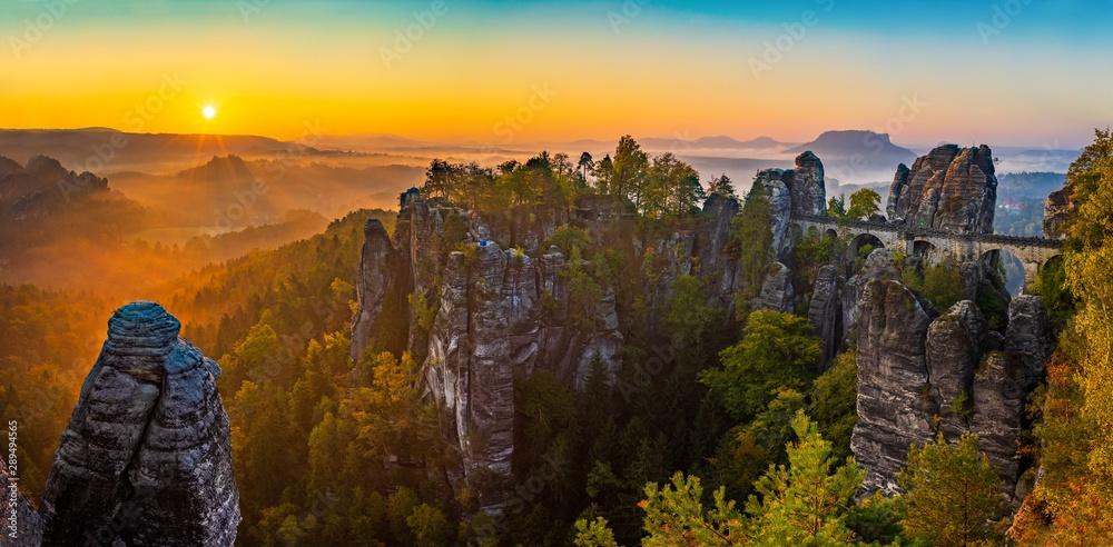 Fototapety, obrazy: Sonnenaufgang auf der Bastei in der Sächsischen Schweiz