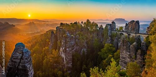 Fotografía  Sonnenaufgang auf der Bastei in der Sächsischen Schweiz