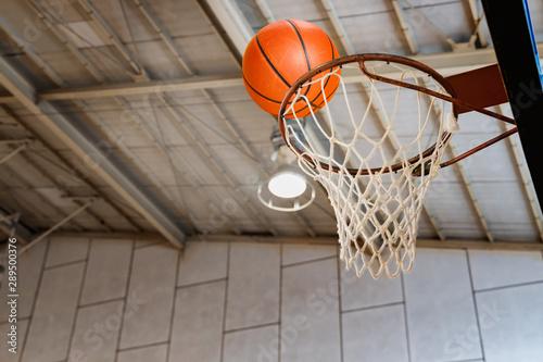 体育館とバスケットボール Canvas Print