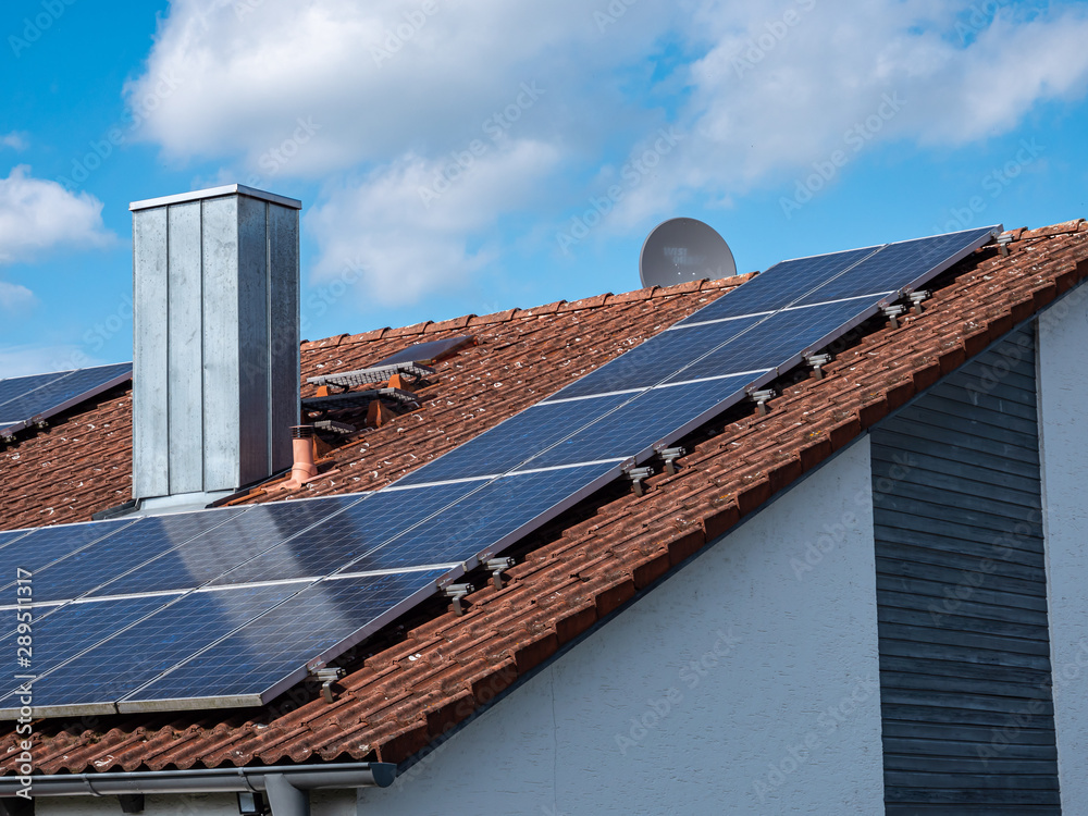 Fototapeta Solardach eines Eigenheim
