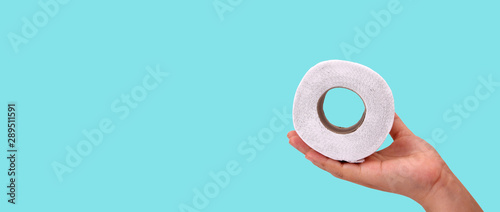 Fotomural  toilet paper  isolated on the blue background