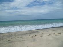 Un Día Soleado En La Playa Salinas - Ecuador