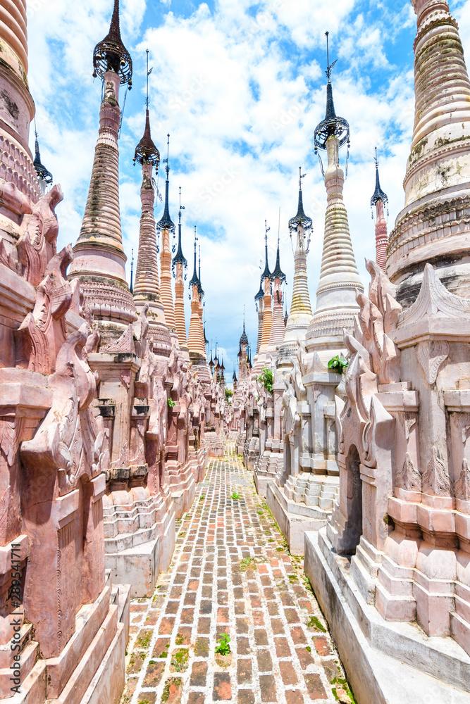 Fototapeta amazing Mwe Taw Kakku pagoda complex in myanmar