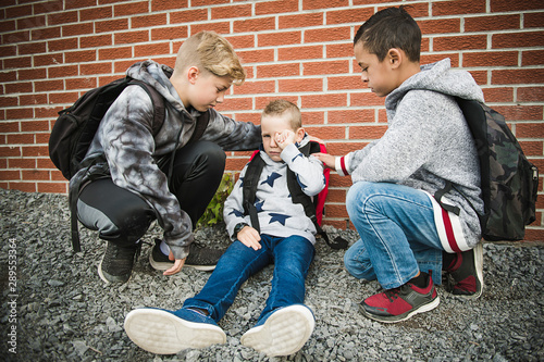 Fotografie, Obraz boy problem at school, sitting and consoling child each other