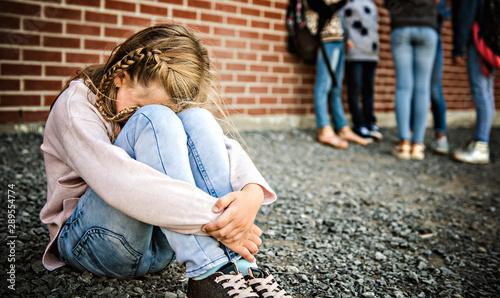 Fotografia  sad intimidation moment Elementary Age Bullying in Schoolyard