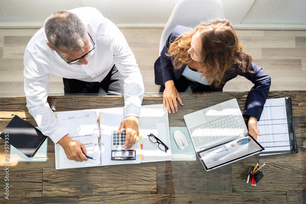 Fototapeta Businesspeople Using Laptop In Office