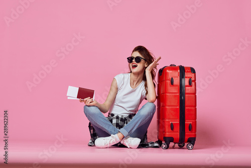 Obraz young woman with suitcase - fototapety do salonu