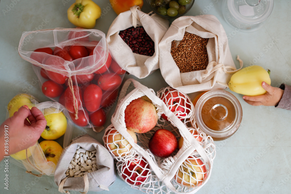 Fototapety, obrazy: Top view of zero waste shopping bags with products