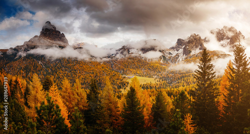 Stunning image of the alpine valley Tablou Canvas