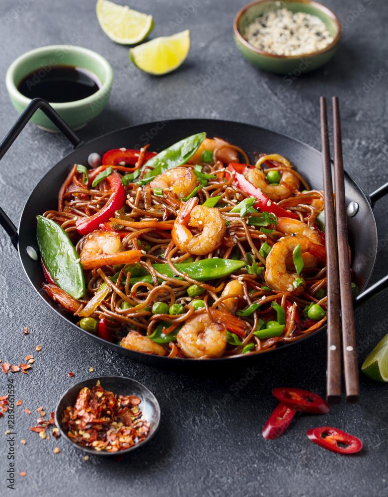 Fototapety, obrazy: Stir fry noodles with vegetables and shrimps in black pan. Slate background.