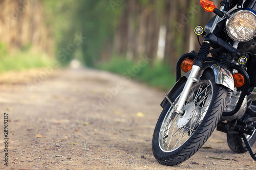 Photo  Vintage motocycle on the road with nature background.