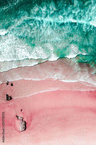 Foto Aerial View Of Ocean Waves And Beautiful Pink Sandy Beach Shore