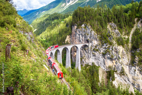 Foto  Landwasser Viaduct in Filisur, Switzerland