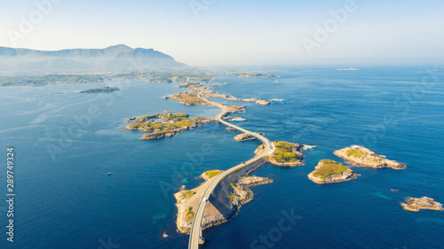 Foto Atlantic Ocean Road or the Atlantic Road (Atlanterhavsveien) been awarded the title as Norwegian Construction of the Century